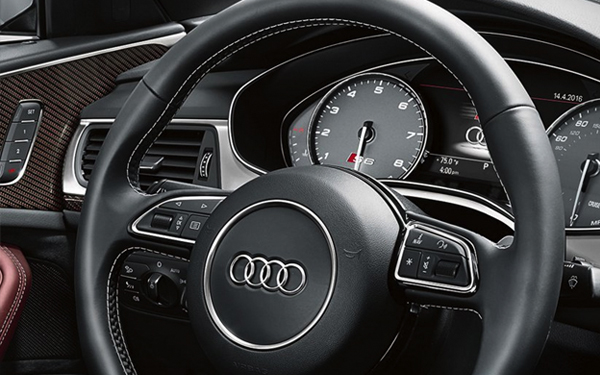 2017 Audi S6 Three-spoke multifunction flat-bottom sport steering wheel