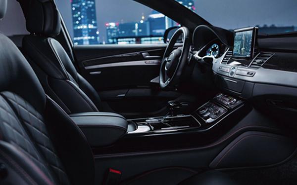 2017 Audi S8 Three-spoke multifunction sport steering wheel