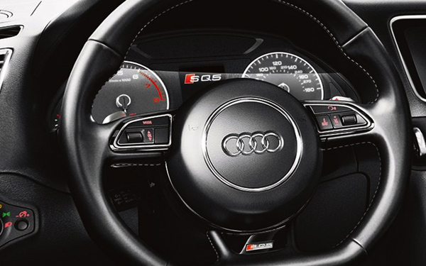 2017 Audi SQ5 Three-spoke flat-bottom multifunction sport steering wheel