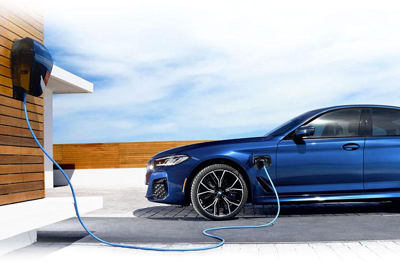 BMW Plugin-Hybrid-Electric- vehicle lifestyle