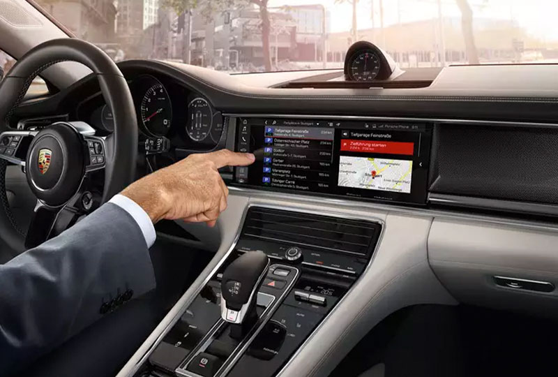 Porsche Connect The Finder - all destinations and information at your fingertips.