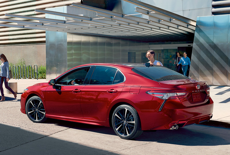 Camry Hybrid S Ful Shape And Captivating Style Will Announce Your Arrival With Authority The Muscular Is Defined By A Pleasing Blend Of